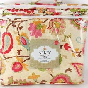 Abbey Floral Paisley Full Queen Quilt Set